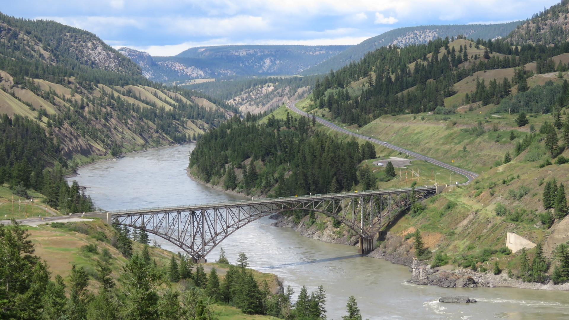 Bruecke ueber den Fraser River westlich von Williams Lake